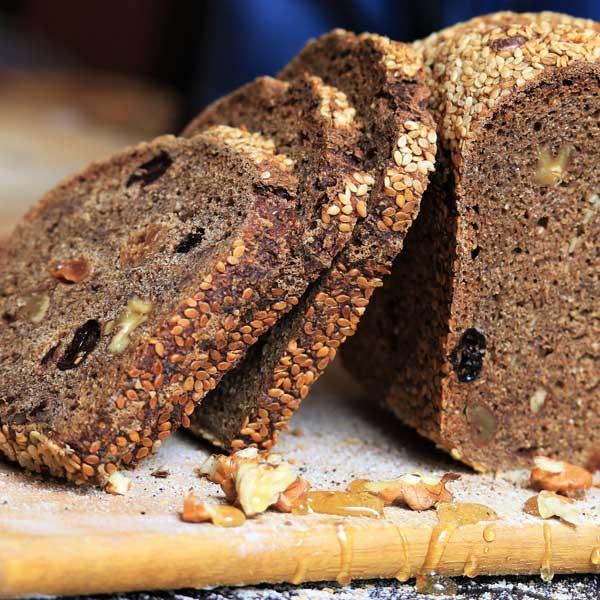 Медово-солодовый хлеб с орехами, изюмом и цикорием